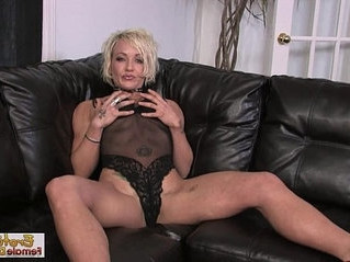 couch  fuck  housewife